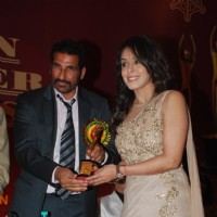 Hrishita Bhatt receives an award at Golden Achiever Awards