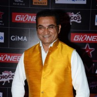 Abhijeet Bhattacharya poses for the media at GIMA Awards 2015
