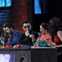 Karan Johar has Fun Promotion of Bombay Velvet on India's Got Talent 6