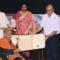 Shashi Kapoor felicitated with Dadasaheb Phalke Award