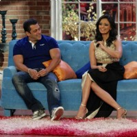Salman Khan at Comedy Nights with Kapil for Promotions With Host Roshni Chopra