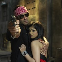 Salman Khan saving Ayesha Takia from the goons | Wanted Photo Gallery