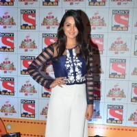 Anita Hassanandani poses for the media at SAB Ke Anokhe Awards
