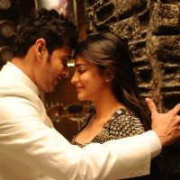 Shruti Haasan and Mahesh Babu in Srimanthudu