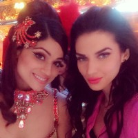 Sacrlett Wilson and Shamita Shetty on Jhalak Dikhla Jaa 8