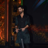 Shahid Kapoor was snapped at the Promotions of Phantom on Jhalak Dikhla Jaa 8