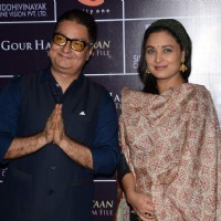 Sharbani Mukherjee and Vinay Pathak at the Premier of Gour Hari Dastaan