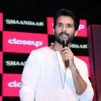 Shahid Kapoor interacts with the fans at the Close Up First Move Party
