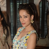 Vidya Malvade poses for the media at Poonam Soni's Sneak Preview for Festive Jewels
