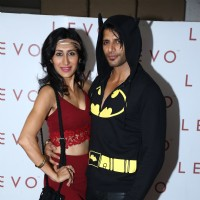 Karanvir Bohra and Teejay Sidhu pose for the media at the Birthday Bash