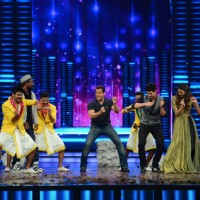 Salman, Sooraj Pancholi and Athiya Dances with Remo Dsouza During Promotions of Hero at Dance Plus