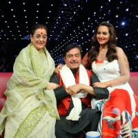 Poonam Sinha, Shatrughan Sinha and Sonakshi Sinha at Indian Idol Junior Season 2 Grand Finale