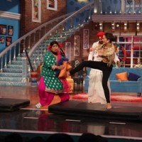 Amy Jackson Shows How to Kick During Promotions of Singh is Bling on Comedy Nights With Kapil