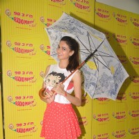 Simran Kaur Mundi at Radio Mirchi for Promotions