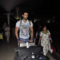 Kunal Kapoor Snapped at Airport