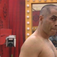 Bigg Boss Nau 9 - Aman Verma Goes Bald