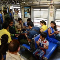 Amitabh Bachchan Travels in Local Train with Hussain Kuwajerwala