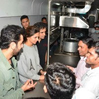 Ranbir - Deepika and Imtiaz Visits Pantry Car of the Train while travelling to Delhi