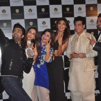 Manish, Farah, Malaika, Jeetendra, Shilpa and Raj Kundra clicking selfies at Launch of Viaan Mobiles