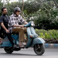 "Amitabh Bachchan and Nawazuddin Siddqui riding on scooter around Kolkata shooting for ""Te3n"""