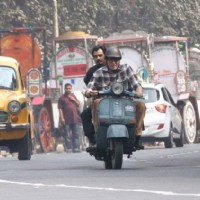 "Amitabh Bachchan riding scooter around Kolkata for ""Te3n"" with Nawazuddin Siddiqui as pillion rider"
