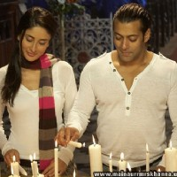 Salman and Kareena lighting candles