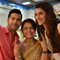 Varun - Kriti Sanon Clicks Selfie with Gopi of Saath Nibhana Saathiya During Promotions