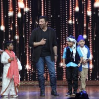 Sunny Deol and host Rithvik Dhanjani at Promotions of Ghayal Once Again on India's Best Dramebaaz