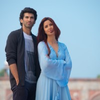 A still of Katrina Kaif and Aditya Roy Kapur in Fitoor