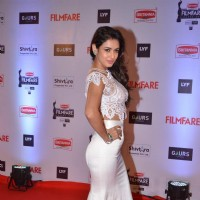 Sonal Chauhan at Filmfare Awards 2016