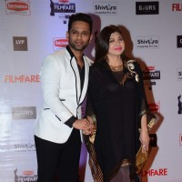Rahul Vaidya and Alka Yagnik at Filmfare Awards 2016