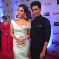 Sophie Choudry and Manish Malhotra at Filmfare Awards 2016