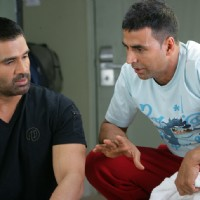 Akshay Kumar giving ideas to Sunil Shetty | De Dana Dan Photo Gallery
