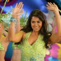 Sameera Reddy dancing on the dance floor | De Dana Dan Photo Gallery