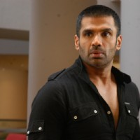 Sunil Shetty looking shocked | De Dana Dan Photo Gallery