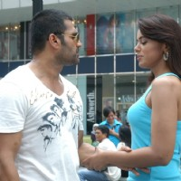 Sunil Shetty with Sameera Reddy | De Dana Dan Photo Gallery