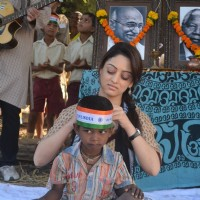 Sandeepa Dhar teaches kids the importance of our flag on the sets of Global Baba