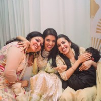 Asin Poses with her Friends at her Wedding Reception