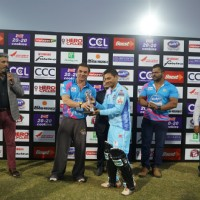 Sohail Khan Present Trophy to the Player at 'Celebrity Cricket League' Match