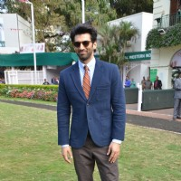 Aditya Roy Kapur at Mid-Day Race