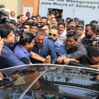 Sanjay Dutt Visits Mom's Kabrastan post his release from Yerwada Jail