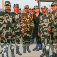 Aishwarya Rai Bachchan Spend Time with BSF 'Jawans' While Shooting for Sarabjit