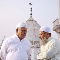 Om Puri in Road to Sangam movie