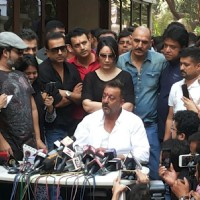 Sanjay Dutt and Manyata Dutt Post Sanjay's Release of Yerwada Jail