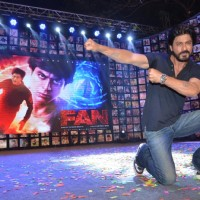 Shah Rukh sports his Fan tattoo at Trailer Launch of 'FAN'