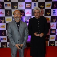 Sameer Anjaan and Javed Akhtar at Mirchi Music Awards 2016