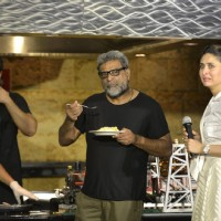 R Balki Tastes the omelet made by Arjun Kapoor while Kareena gives a look!