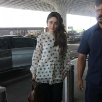Kareena Kapoor Snapped at Airport