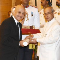 Anupam Kher Recieves Padma Bhushan from President Pranab Mukherjee at Padma Awards 2016 Ceremony