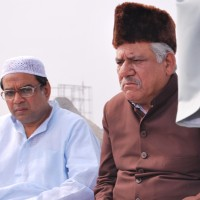 Om Puri and Paresh Rawal looking tensed